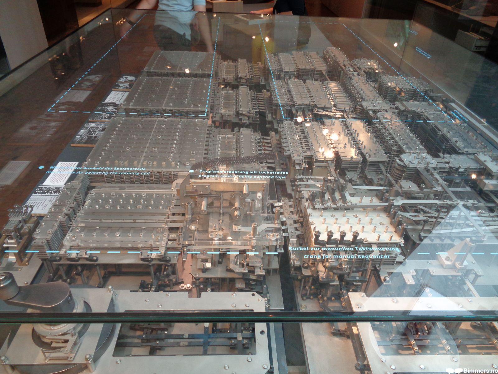 Verdens første mekaniske datamaskin. Zuse 1 anno 1936-38.