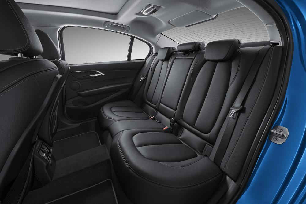 2017-bmw-1-series-sedan-11.thumb.jpg.41cdaef28ecfdf66faf872899cf3dab9.jpg