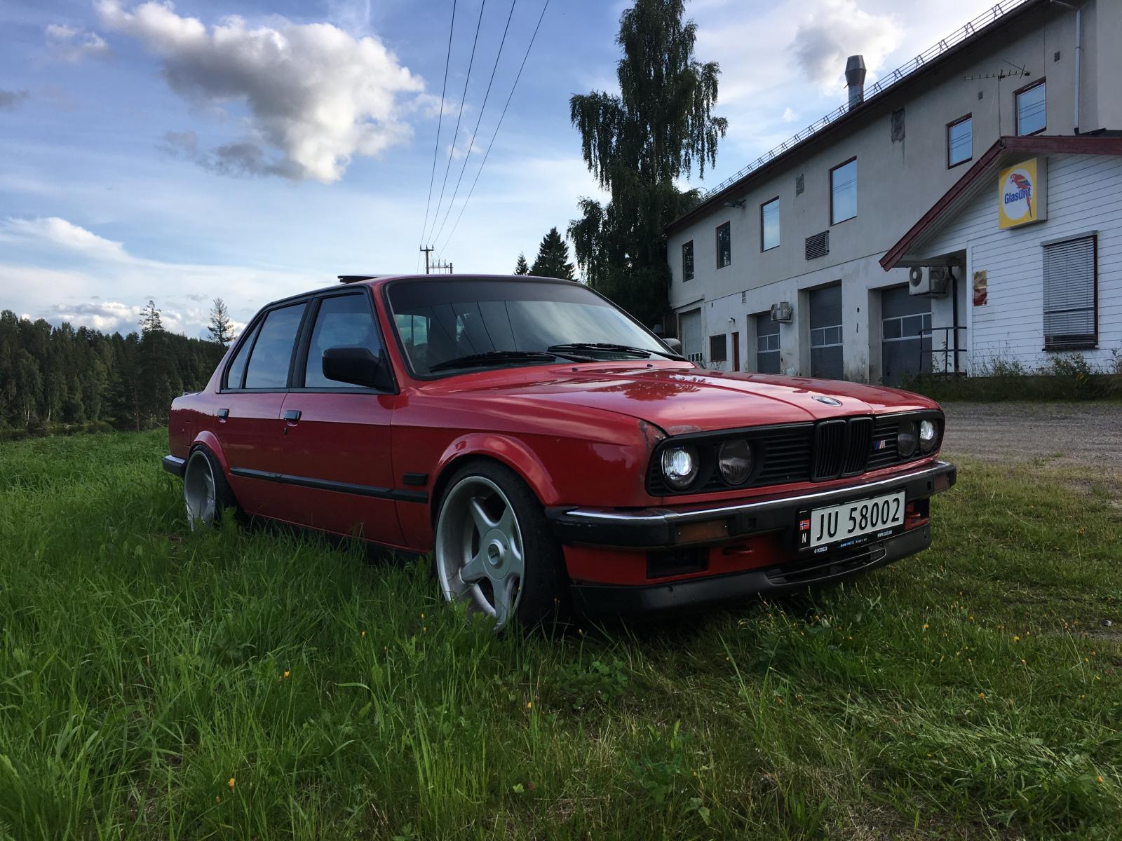 1987_BMW_3-serie_E30_320i_V.1.JPG