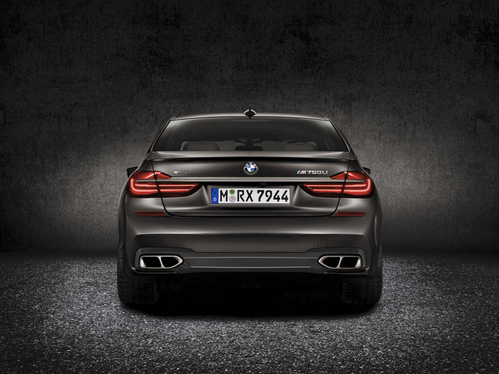 P90208693_highRes_bmw-m760li-xdrive-ex.t
