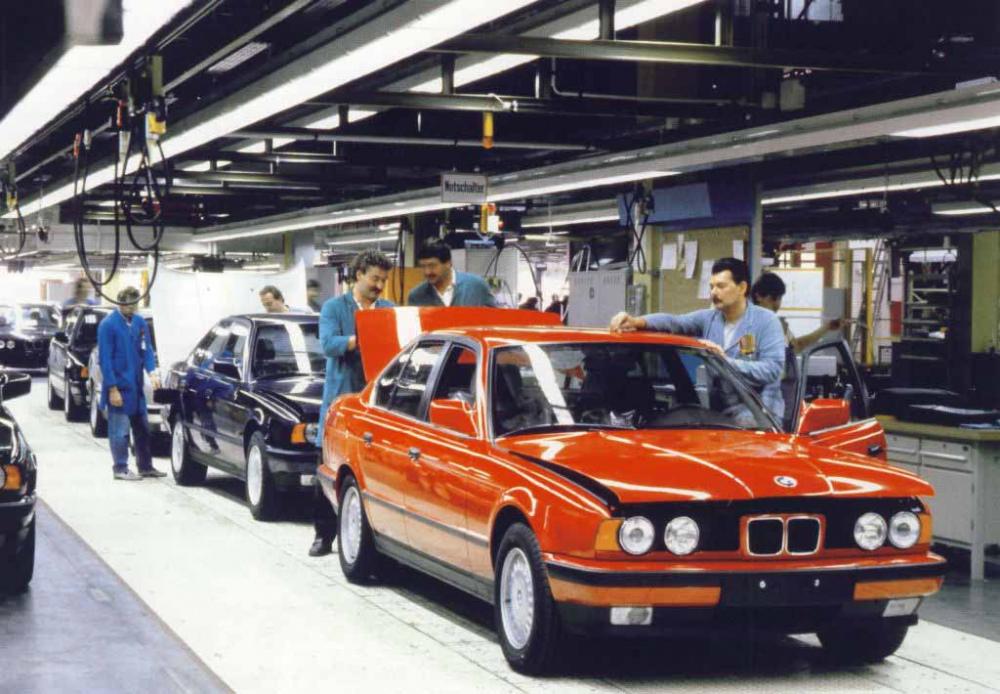 BMW-E34-on-factory-1.jpg